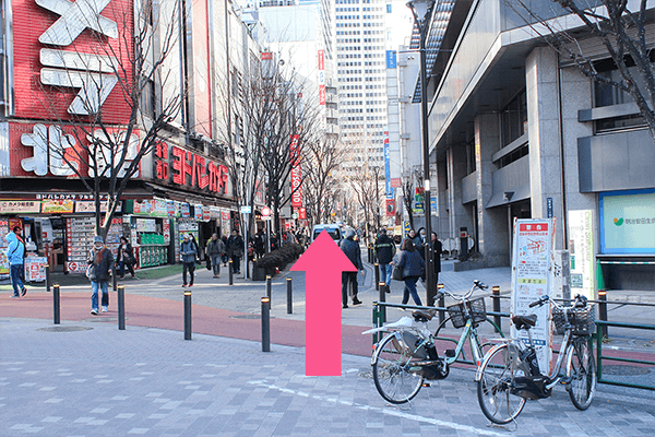 新宿駅西口からクリニックまでの道順3